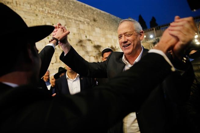 Benny Gantz, leader of Blue and White, visits the Western Wall in Jerusalem's Old City as part of his election campaign, March, 2019.