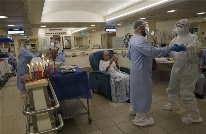 Medical staff workers light Hanukkah candles, COVID-19Tel Aviv v Hospital December 2020